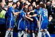 Eden Hazard proslavlja gol s soigralci proti Arsenalu