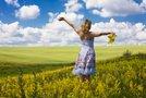 Ženska na travniku