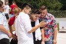 Zvezde šova Slovenija ima talent na snemanju videospota