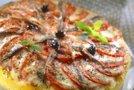 Polentna pica s paradižniki, mocarelo in inčuni