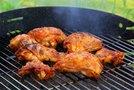 Na žaru pečen mariniran piščanec