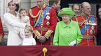 Kate, Charlotte, William, George, ELizabeta II.