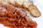 Telečja jetrca s šampinjoni v paradižnikovi omaki