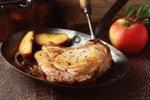 Svinjski kotleti z gorčico in jabolki