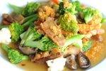 Svinjina z brokolijem in gobami