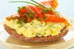 Umešana jajca z dimljenim lososom