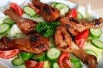 Glazirane piščančje kračice z zelenjavo