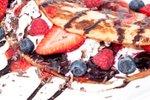 Palačinke s sladoledom in sadjem