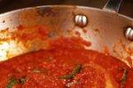 Paradižnikova omaka z baziliko