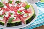 Pica iz lubenice, fete in svežih zelišč