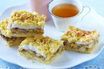 Sočna jabolčna pita z orehi in beljakovo kremo