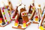 Sladke hišice iz piškotov in bombonov