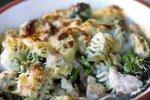 Zapečene testenine z brokolijem in lososom