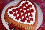 Valentinova torta z jagodami