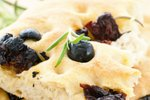 Fokača z olivami in rožmarinom
