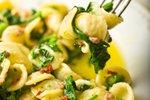 Uheljčki z brokolijem in inčuni