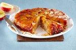 Obrnjen jabolčno-orehov kolač