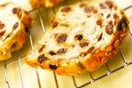 Kruh s semeni in rozinami