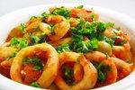 Lignji v začinjeni paradižnikovi omaki