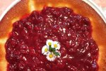 Sirova torta z višnjevo omako