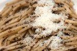 Špageti s česnom in tartufi