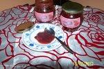 Jagodna marmelada z dišečimi vrtnicami
