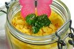 Malinov in jogurtov mousse v kozarcu