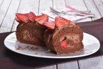 Rolada s čokoladno kremo in jagodami