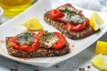 Kruhki s pečeno papriko in sardinami