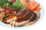 govji zrezki z omako in prilogo