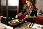 Gospa v kuhinji