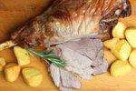 Jagnjetina z rožmarinom in pečenim krompirjem