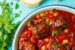 Mesne kroglice v paradižnikovi omaki s fižolom