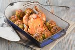 Pečen piščanec s kruhovimi cmoki