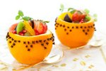 Sadje v pomarančni košarici