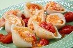 Večje školjke s skuto in sirom