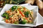 Pražena zelenjava z rjavim rižem