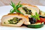 Nadevane piščančje prsi s špinačo in gorgonzolo