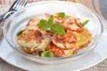 Krompirjeva zloženka z mletim mesom in paradižnikom
