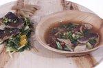Postrvja juha in pečen file postrvi s solato iz regrata, čemaža in volčjega jabolka