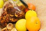 Med z oreški in suhim sadjem