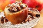 Pečena jabolka z orehi in marcipanom