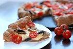 Pica s češnjevim paradižnikom