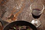 Svinjska jetra v omaki iz rdečega vina