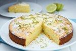 Mandljev kolač z jogurtom in limono