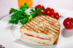 Vegetarijanski topli sendvič