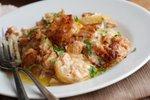 Zapečen krompir s porom, slanino in tuno