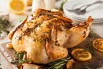 Pečen piščanec z zeliščnim maslom