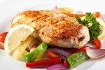 Pečene piščančje prsi z zelenjavo