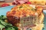 Zapečen sendvič s šunko in sirom